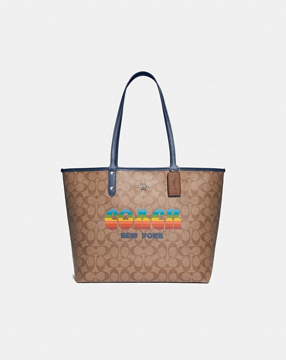 Coach REVERSIBLE CITY TOTE IN SIGNATURE CANVAS WITH RAINBOW COACH ANIMATION