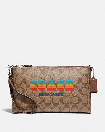 LARGE WRISTLET 25 IN SIGNATURE CANVAS WITH RAINBOW COACH ANIMATION