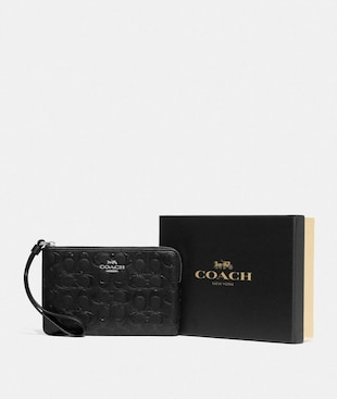 BOXED CORNER ZIP WRISTLET IN SIGNATURE LEATHER
